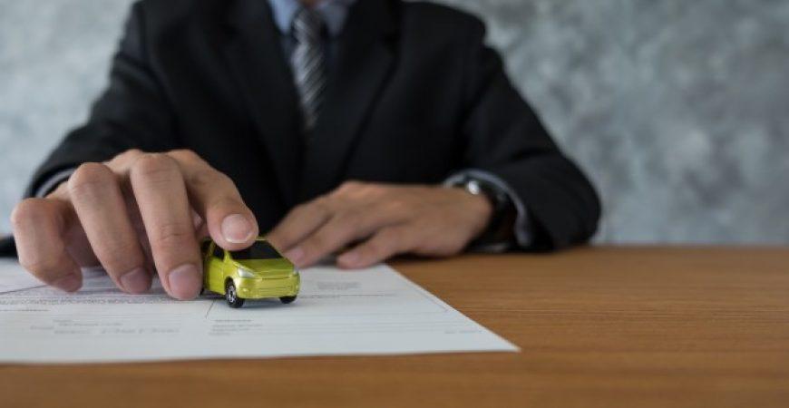 Como negociar um seguro de carro mais barato