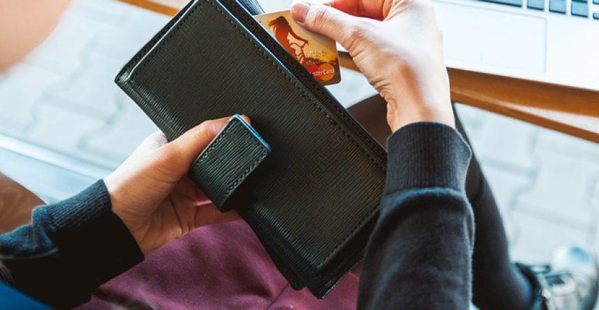 Como não pagar (ou diminuir) a anuidade do seu cartão de crédito