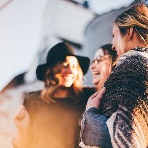 Como manter uma boa vida social sem prejuízo financeiro