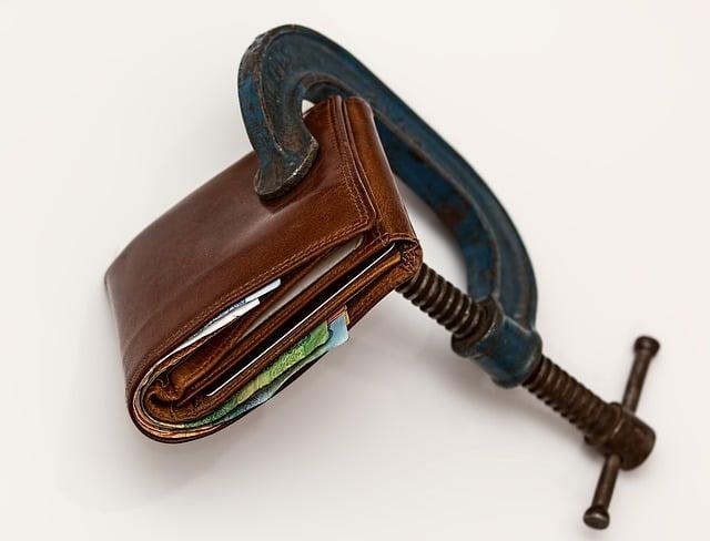 Aprenda a avaliar o que gasta menos: carro ou uber?
