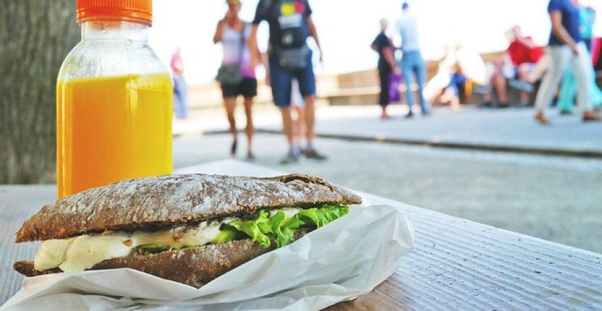Como economizar na alimentação na rua e no trabalho