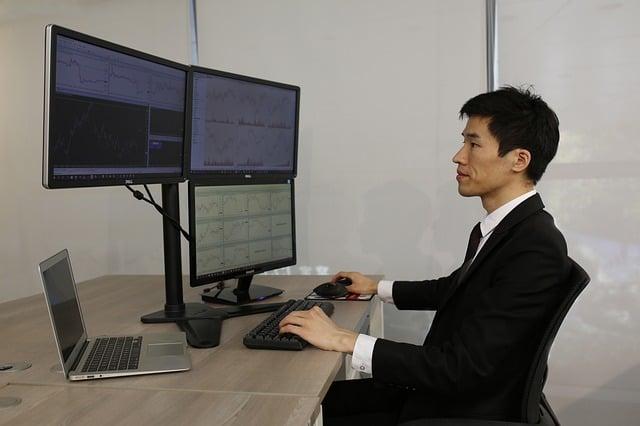 Trader no mercado financeiro