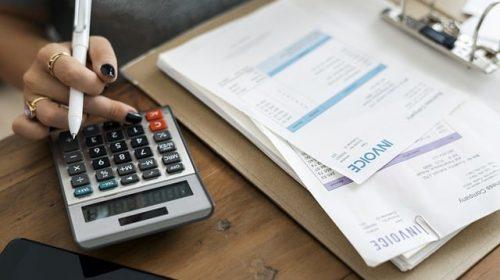 Quando vale parcelar fatura do cartão de crédito?