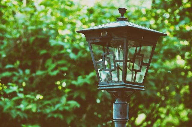 8 hábitos que aumentam a conta de luz em casa