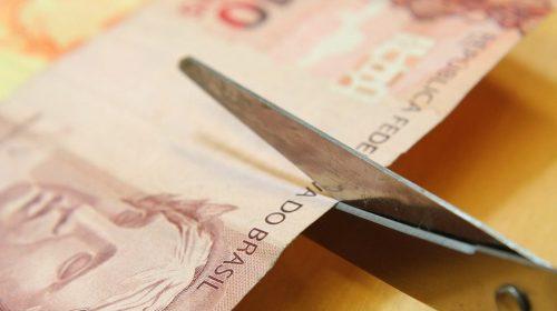 """Entenda o que são os """"cortes"""" de gastos na educação. Será que eles ajudam a economia?"""